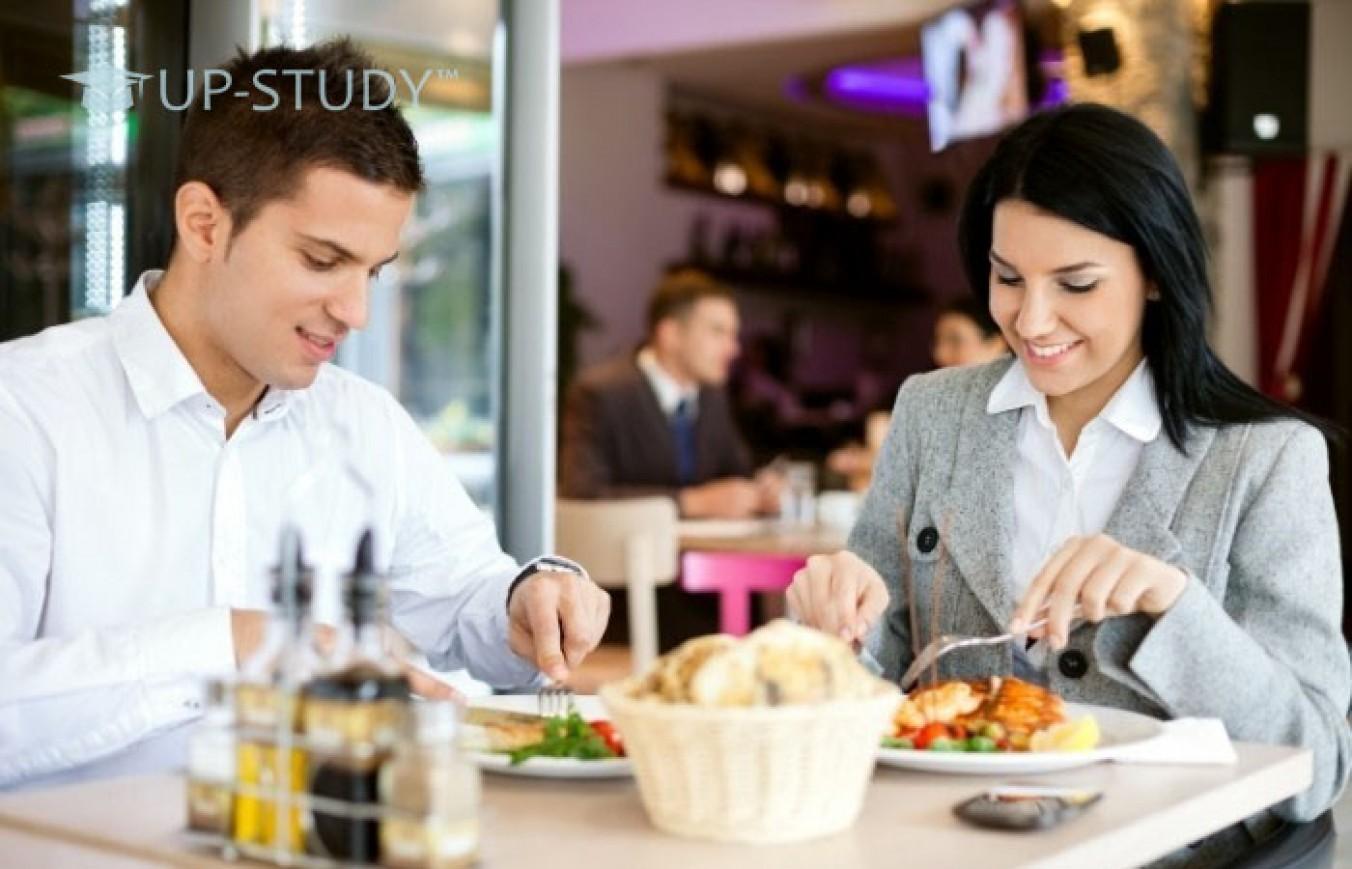 Куди польські студенти відправляються обідати між заняттями? Як щодо замовлення піци?