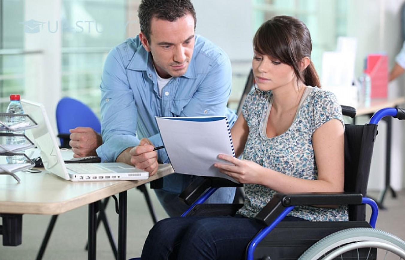 Чи можуть люди з інвалідністю отримати освіту у Польщі?
