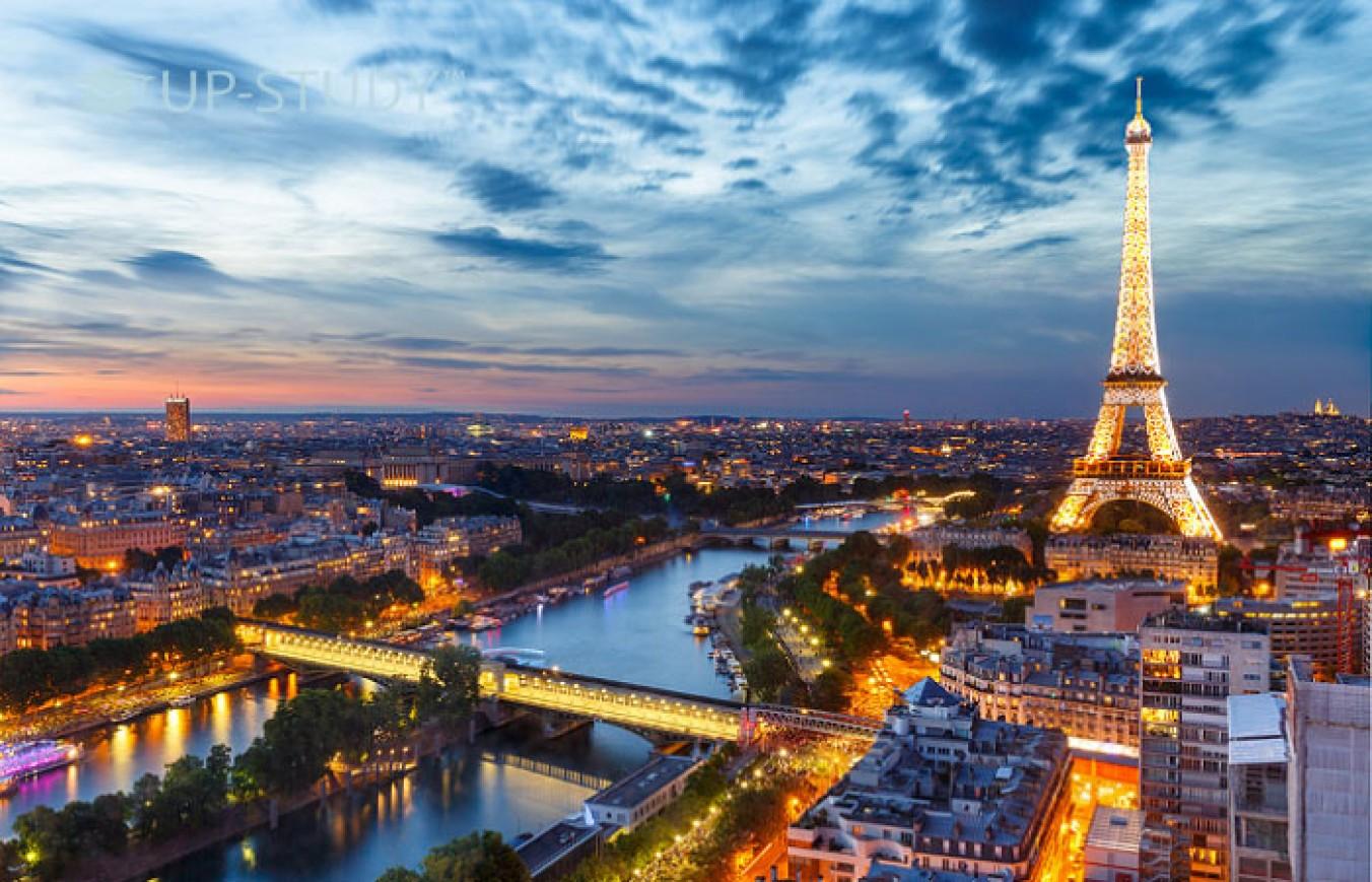 Королівський уїк-енд у Парижі для польських студентів