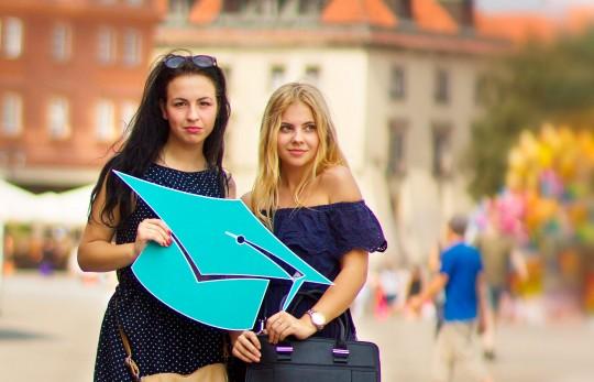 Поступай в Польшу с другом за полцены