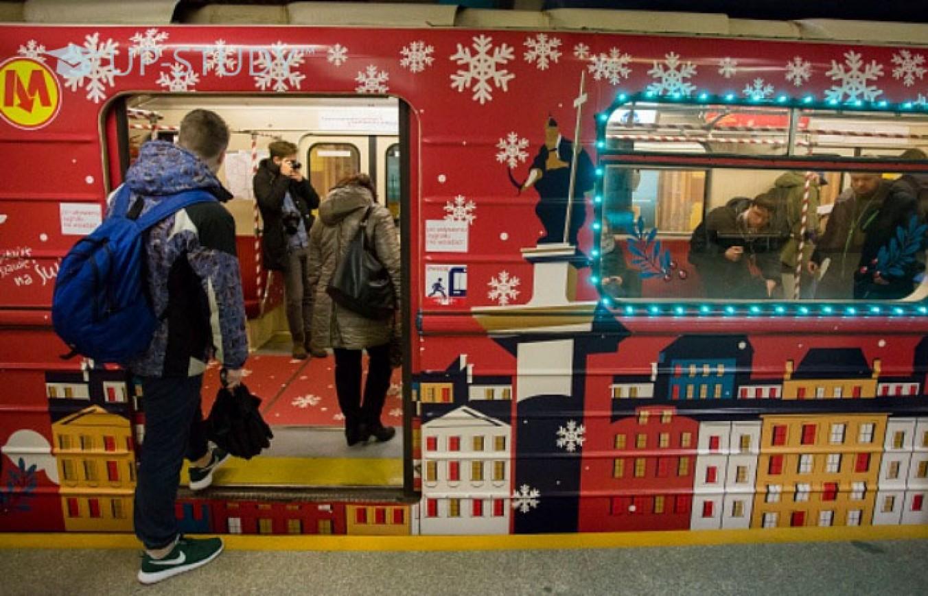 """Варшавою курсує """"різдвяне"""" метро: святкова атмосфера та відмінні фото"""