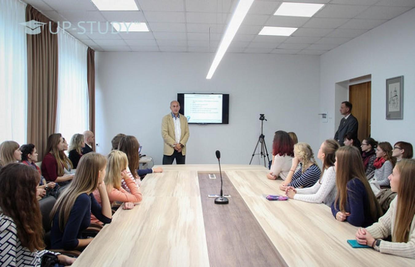 Специфіка взаємодії в інститутах Польщі. Студенти та викладачі