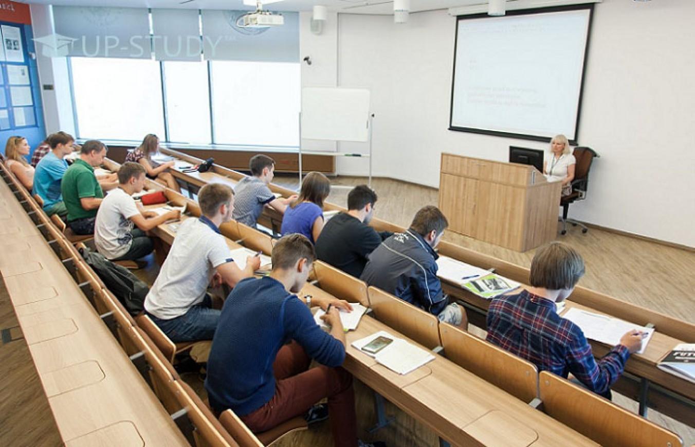 """Спеціальність """"Міжнародні економічні відносини"""". В який університет Польщі вступити?"""