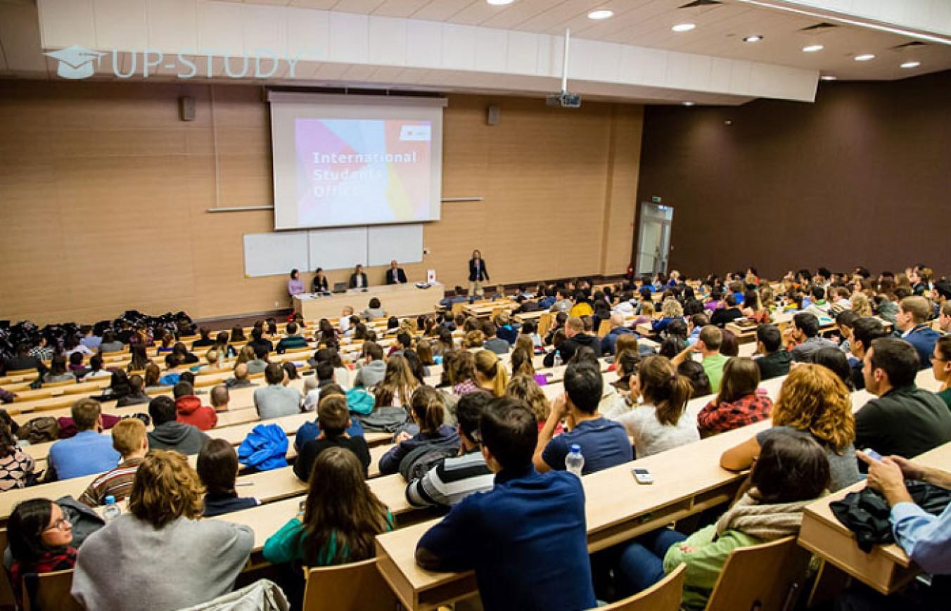 Перспективність навчання в Польщі. Як отримати максимальну вигоду?